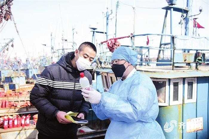 疫情防控和生产两不误 威海荣成海上复工鱼满舱