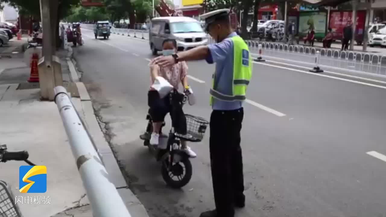 濱州交警嚴查騎電動自行車不佩戴頭盔、不掛牌行為