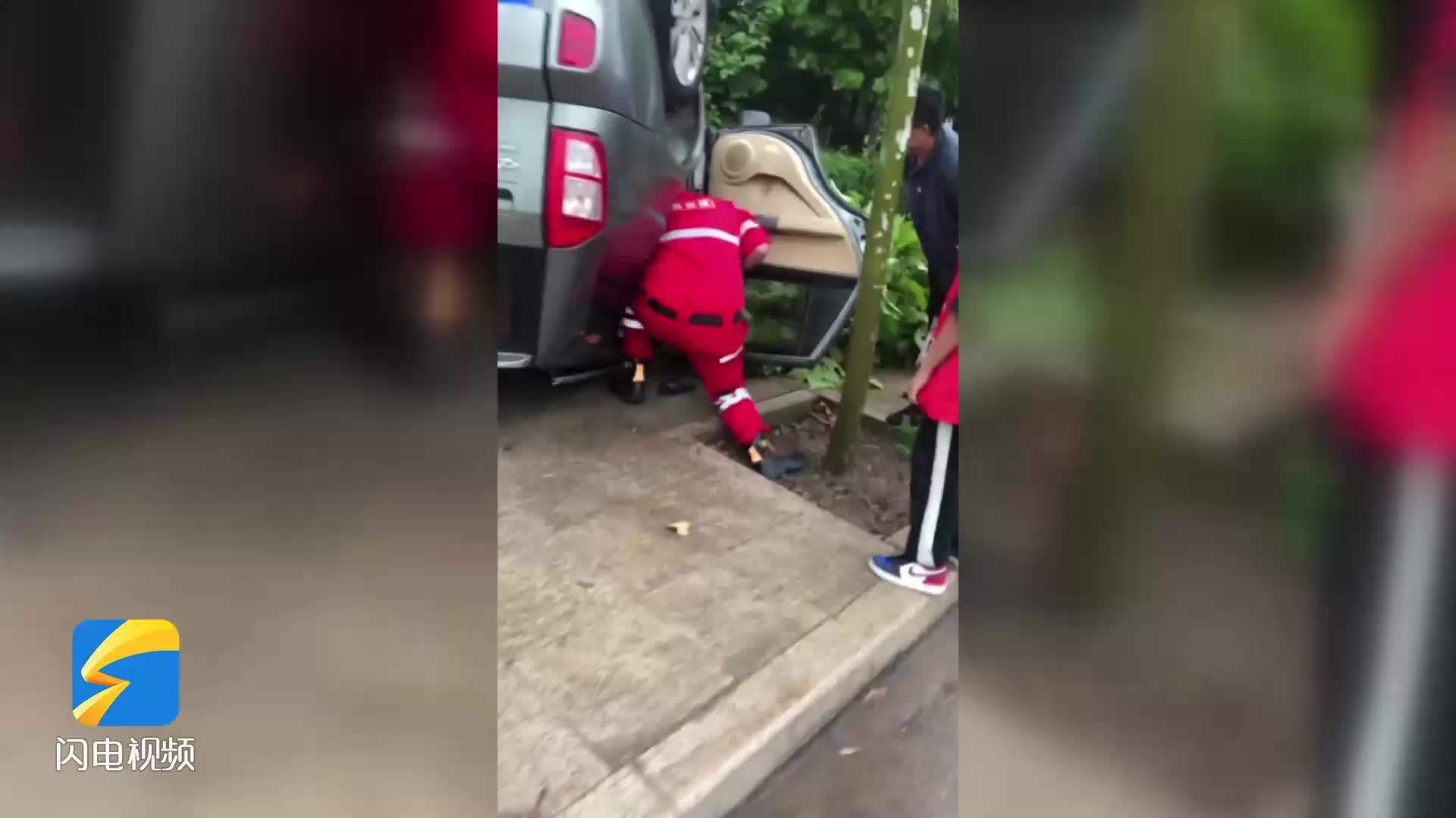 你们奋力救援的样子真帅!潍坊诸城爱心小屋救援队成功救助车辆被困人员