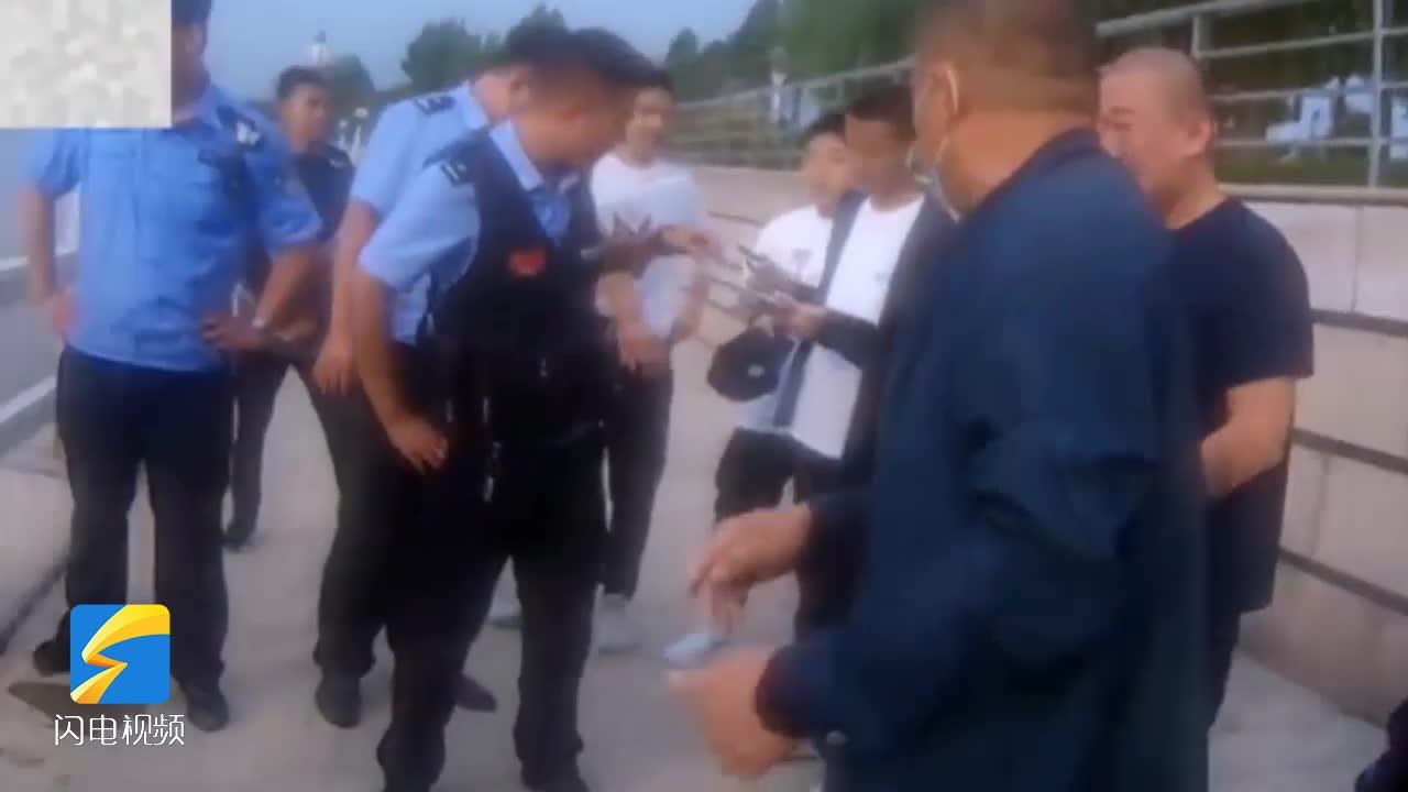 少年被困徒骇河护栏外侧!滨州沾化警民合力成功施救
