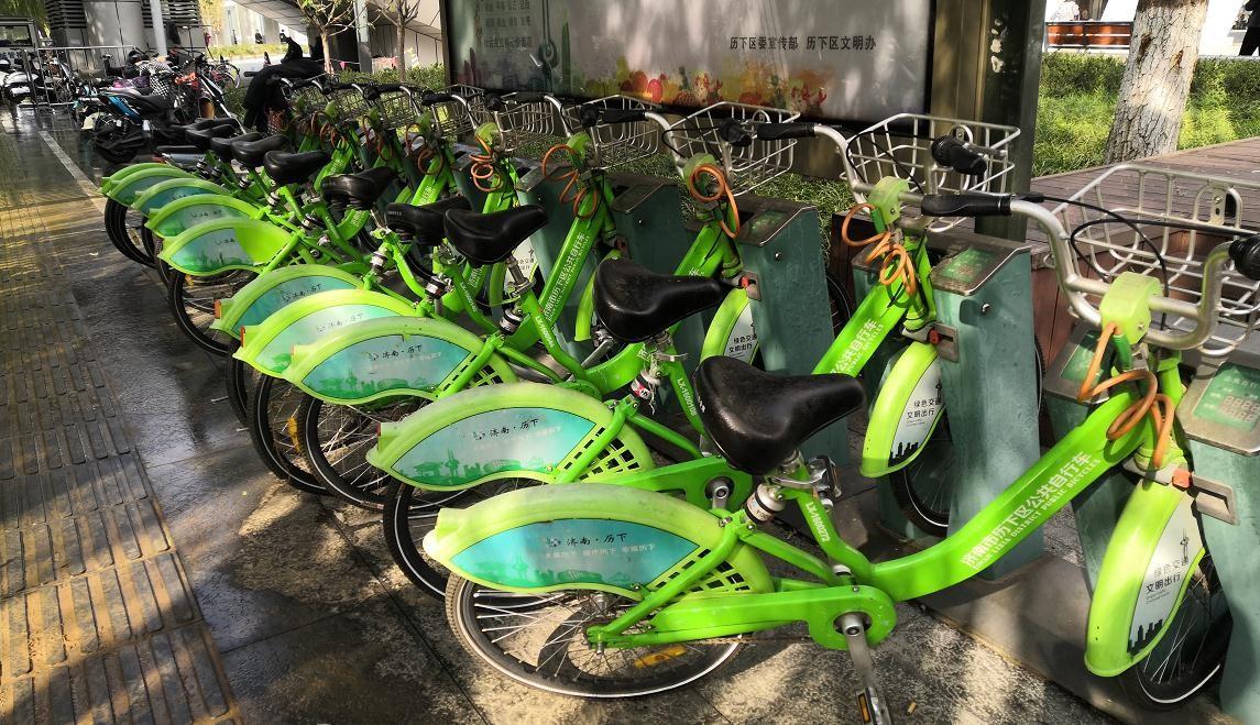 运营半年便无人问津 两年过去仍未撤走 济南公共自行车何去何从?