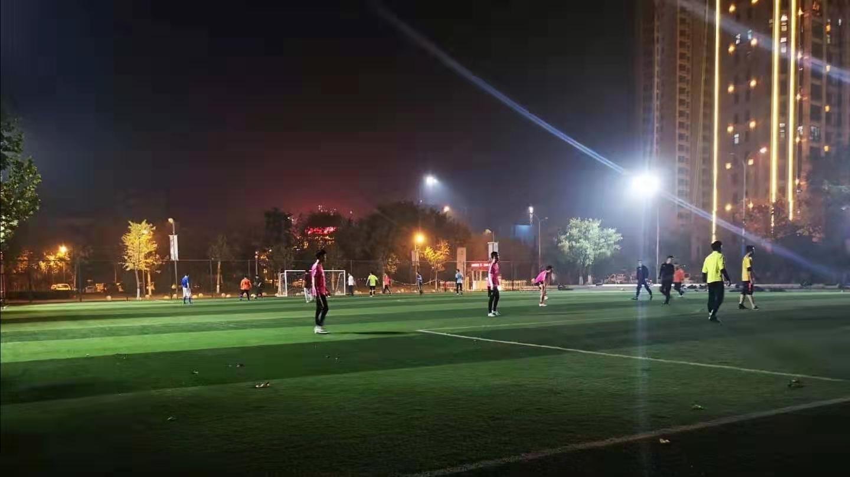 问政追踪|球赛临结束6分钟被关灯?立即整改!滕州明年新增21个免费足球场!