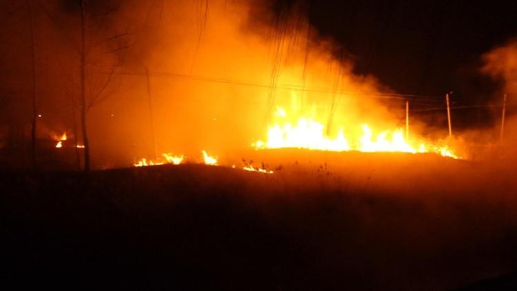 34秒|突发!220国道滨州惠民胡集境内一干枯草丛发生大火 现场火势猛烈