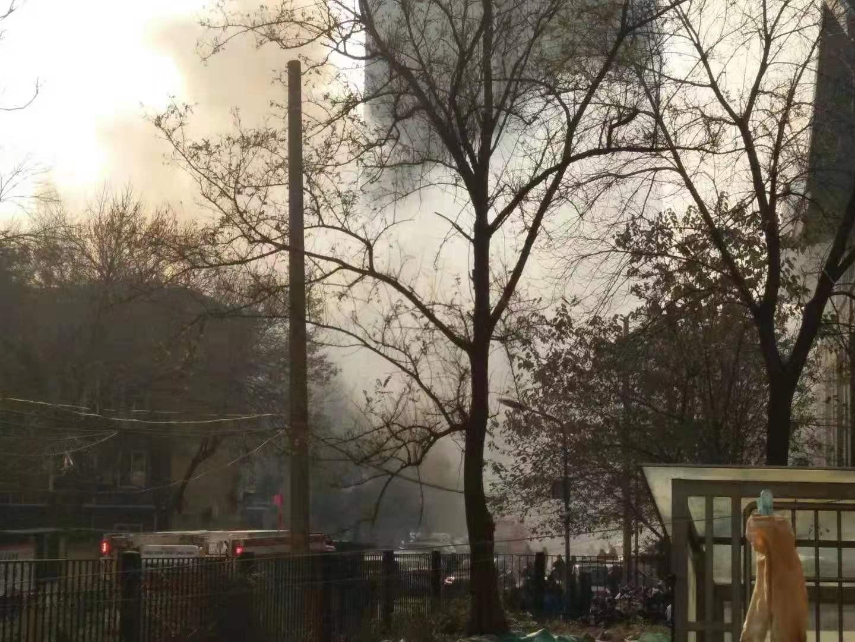 济南一住宅楼突发火灾 祸起电暖器 幸无人受伤