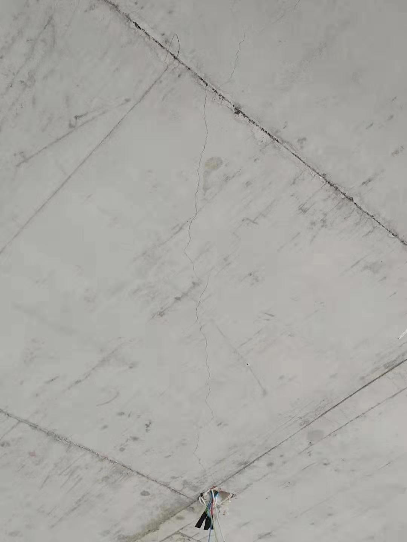 济南玖唐府楼顶板出现裂缝 鉴定报告:外观质量缺陷 不影响结构安全