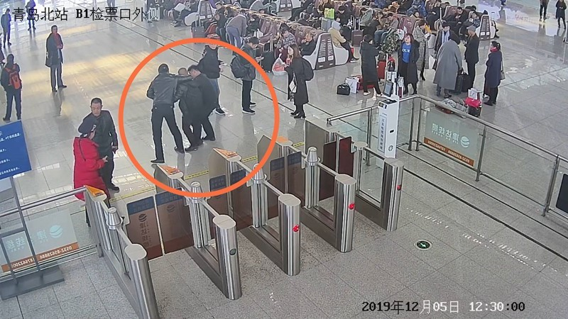 52秒|男子杀妻逃亡,14小时后被青岛铁路民警抓获