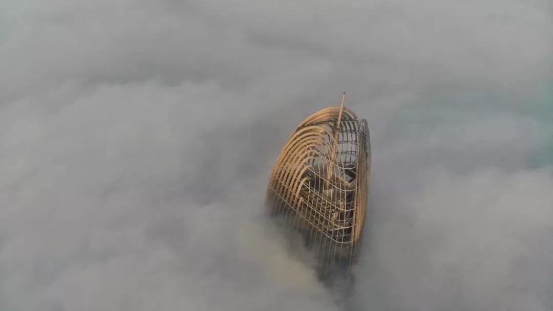 """超强浓雾笼罩山东9地市,""""雾""""必注意行车安全…"""
