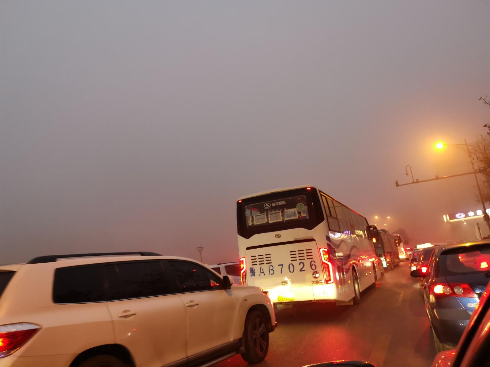 海丽气象吧|山东将大雾黄色预警升级为红色预警 9市出现特强浓雾