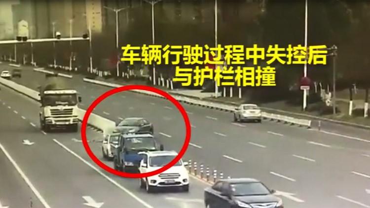 25秒丨惊险!滨州曝光多起典型交通事故 一轿车失控转180度撞向护栏