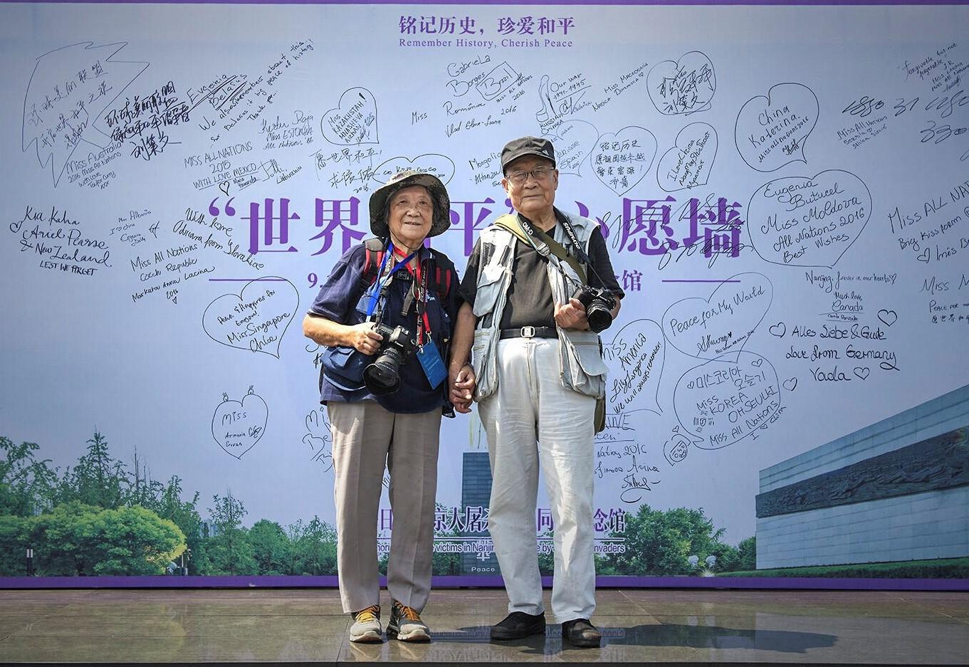 两万余张照片!抗战老兵夫妇25年坚持拍摄南京大屠杀遇难同胞悼念活动