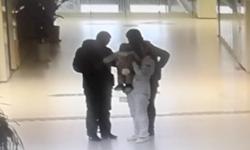 """59秒丨手术室外患者孩子饥饿哭闹,聊城这名护士变身""""临时妈妈""""哺育幼儿"""