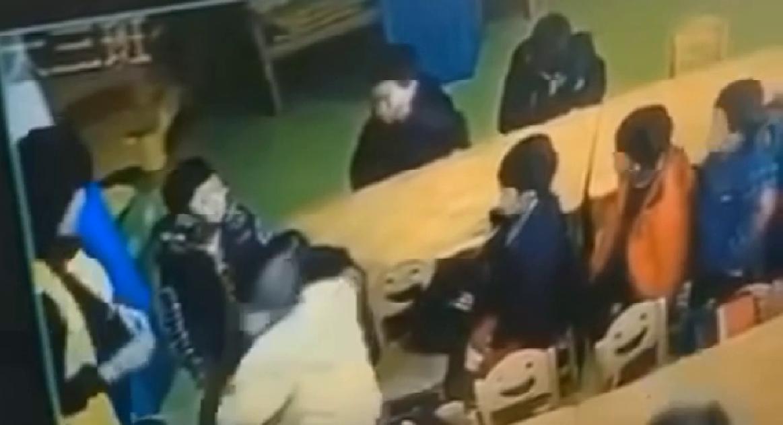 18秒丨取消教师资格!贵州铜仁一幼师用尖锐物品惩罚幼儿