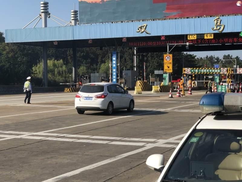 威海:刚学完科目三 就敢开车上高速 还拿他人驾驶证蒙混过关 被逮个正着
