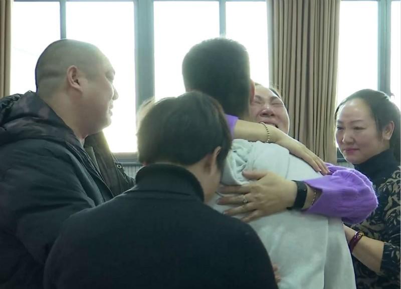 泪奔!失踪十五年的孩子通过模拟画像找到 家人终于团聚