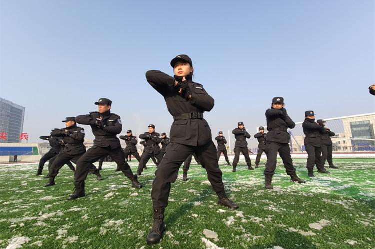 41秒|谁说女子不如男 看济南特警队中的这些铿锵玫瑰