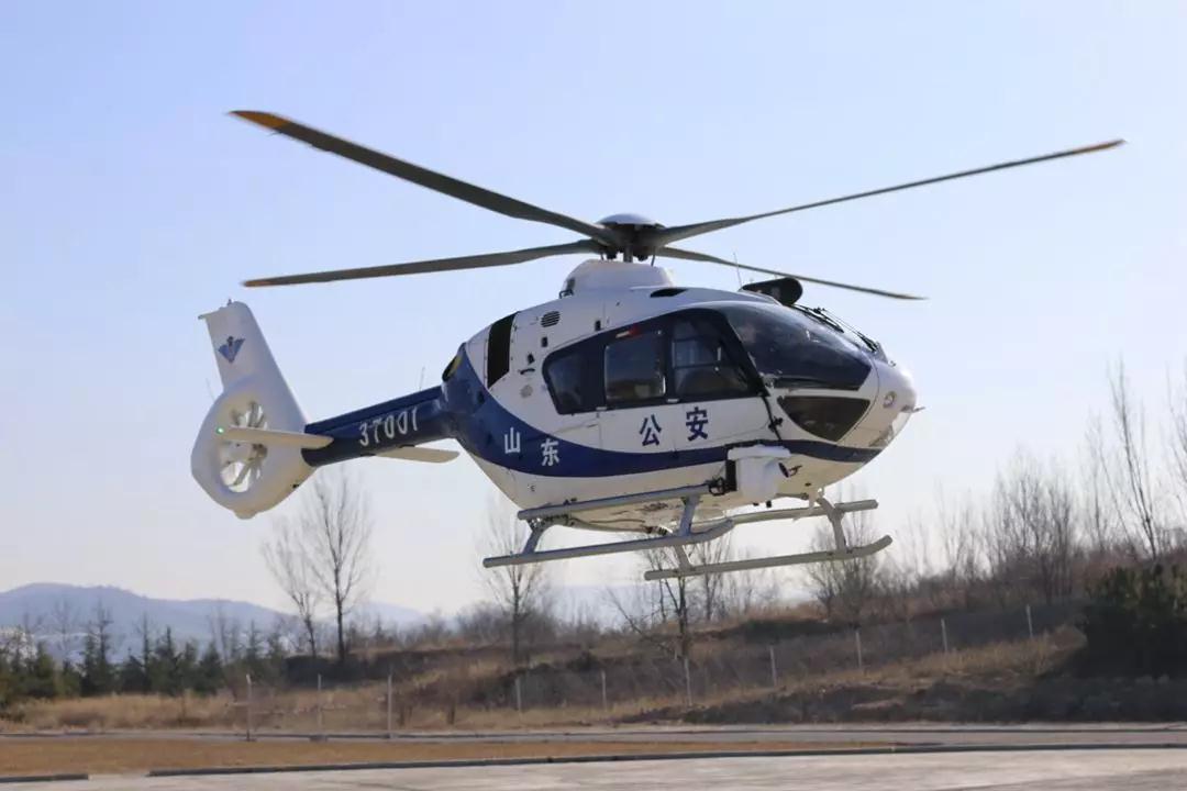 """硬核!山东省首架警用直升机实战首飞  实现警航""""零的突破"""""""