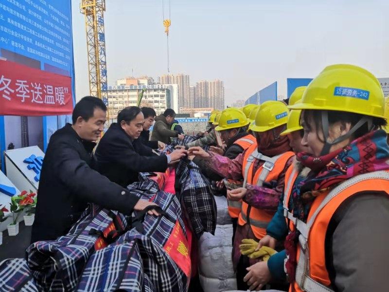 腊八节送温暖 济南市委农民工党工委走访慰问外来务工人员