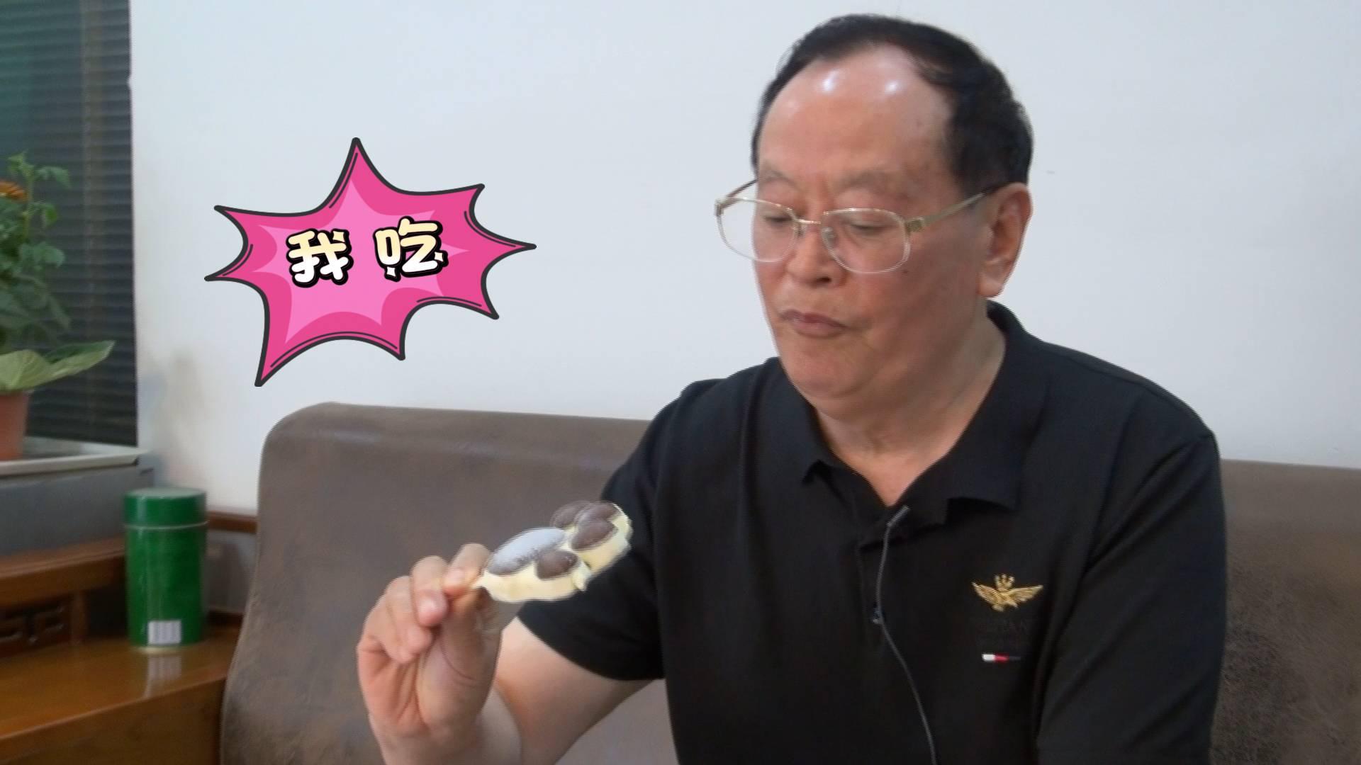 120秒丨这是高手!22年试吃千种雪糕,济南75岁老人教你吃雪糕的正确打开方式