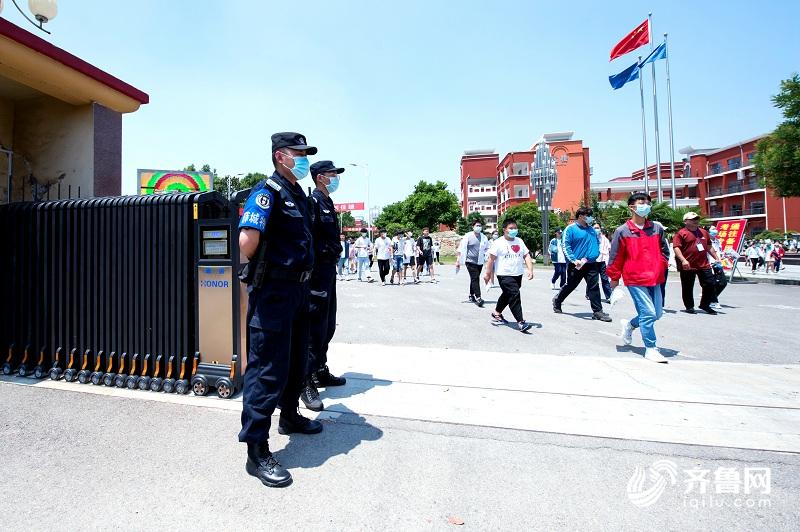 山东公安机关出动10万警力完成高考安保工作