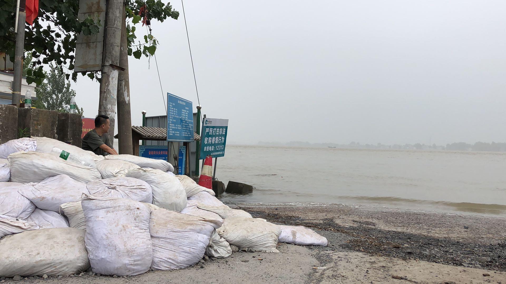 70秒丨江西九江滨江广场被淹没 彭泽县最后一批群众500人今天撤离