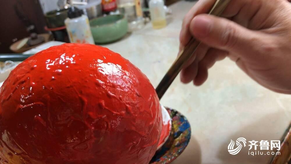 """100多天打磨30多道工序 深藏在济南巷子里的漆器""""盲盒""""满载惊喜"""