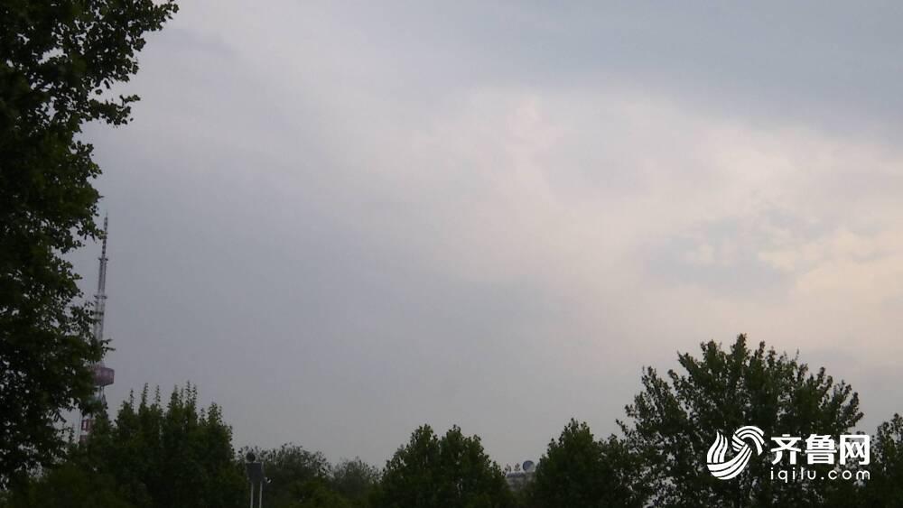 刚刚!济南白昼瞬间黑天,急雨迅速降下,局地出现8级大风