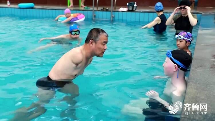 """無臂教練張保峰:帶領殘疾青少年走向""""新生"""""""