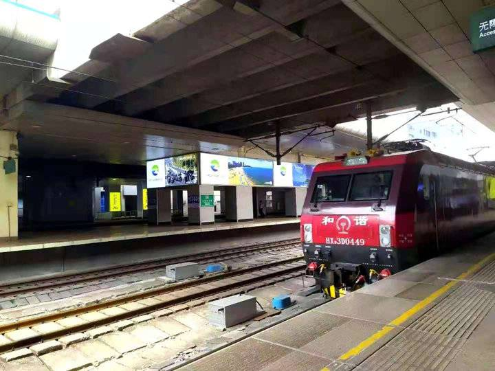 被困郑州51小时 K15次列车平安返回济南 1330名乘客无人受伤