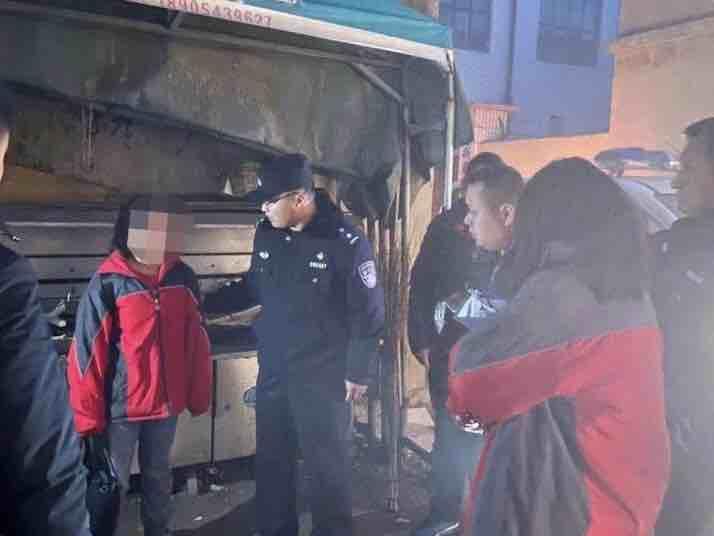 两名13岁女孩离家出走 滨城民警彻夜搜寻终于将她们平安带回