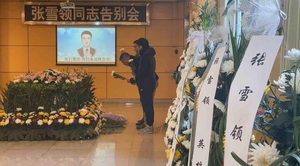 运送张雪领遗体车辆从杭州已出发 前往菏泽郓城