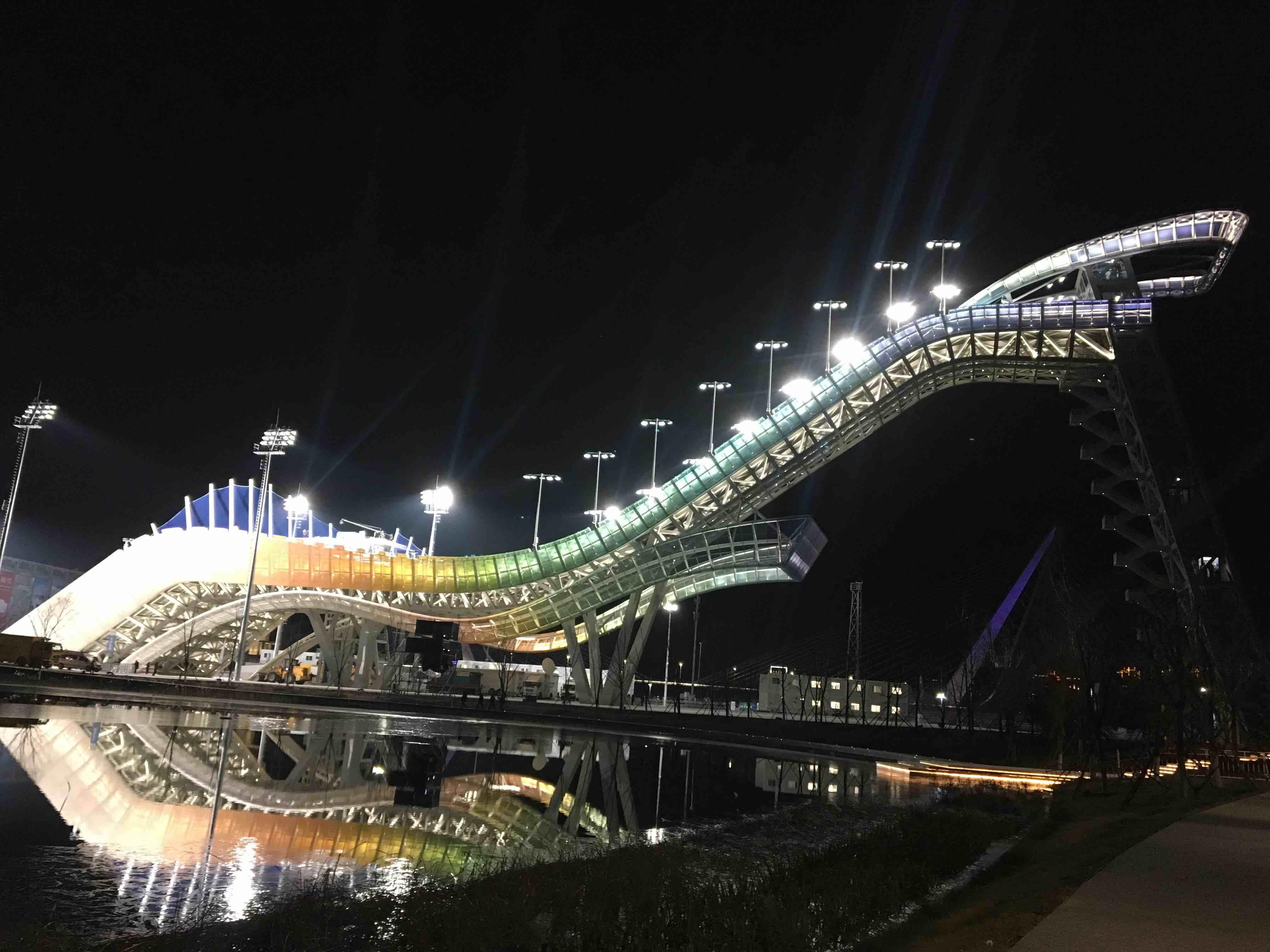 2019沸雪世界杯精彩落幕 灯光秀闪耀首钢大跳台