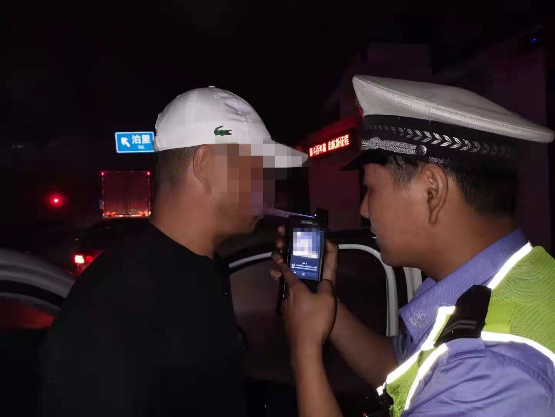 担心未喝酒好友开车太危险 青岛一醉酒男子替驾被查获:我就开了100米