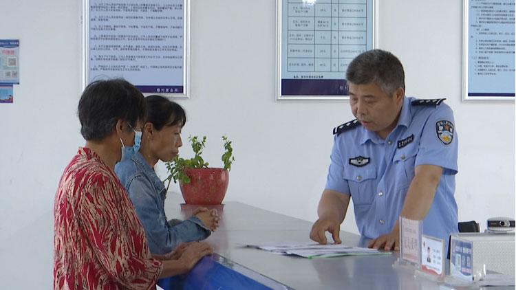 """潍坊公安部门全力帮助无户口人员落户 让群众""""老有所养 幼有所教"""""""