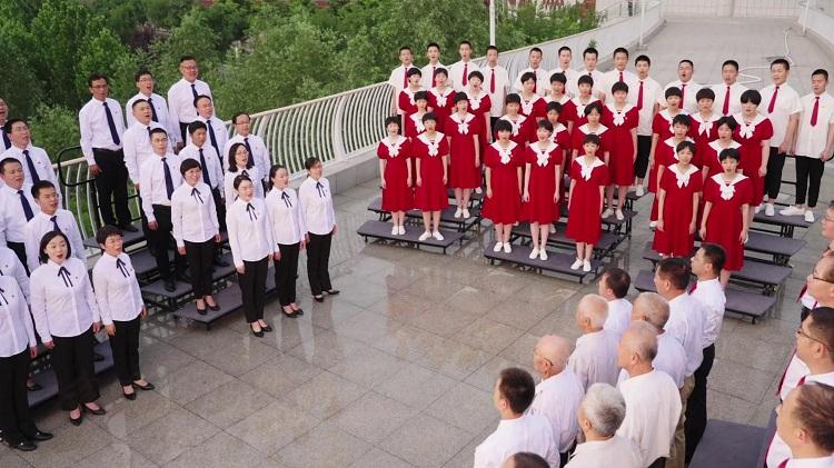 济南这所学校三代人接力同唱一首歌!循环播放中~