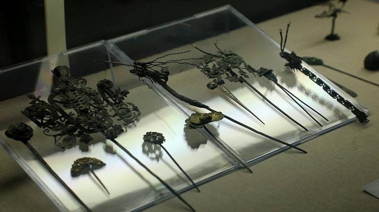 骨簪玉簪琉璃簪……菏泽男子痴迷古发簪20余年,展示千余枚藏品传播传统文化