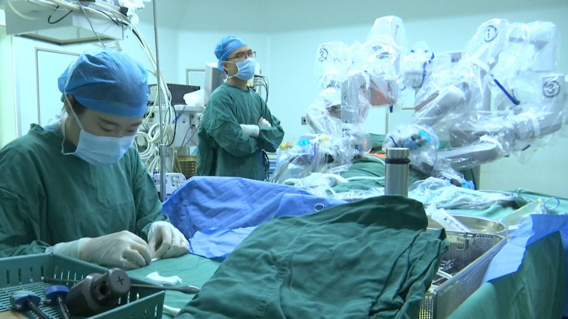 高精尖!联勤保障部队第九六〇医院完成达芬奇机器人手术突破2000例