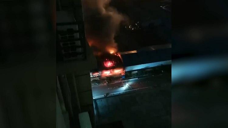 火情通报:济南无影山路一仓库发生火情,火已被扑灭无人员伤亡