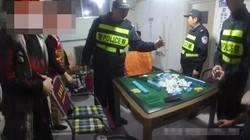 """聊城莘县这12人聚众赌博被""""全锅端"""",老板娘提供场所被拘10天"""