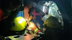 44秒丨受大雾天气影响,济聊高速两货车追尾一司机被困,消防急速救援