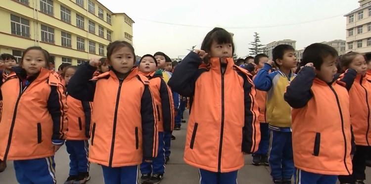 38秒|国家公祭日!潍坊诸城中小学集体宣誓签名 铭记历史勿忘国耻