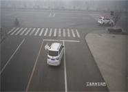 """威海荣成交警开辟""""绿色通道""""雾天护送病人及时就医"""