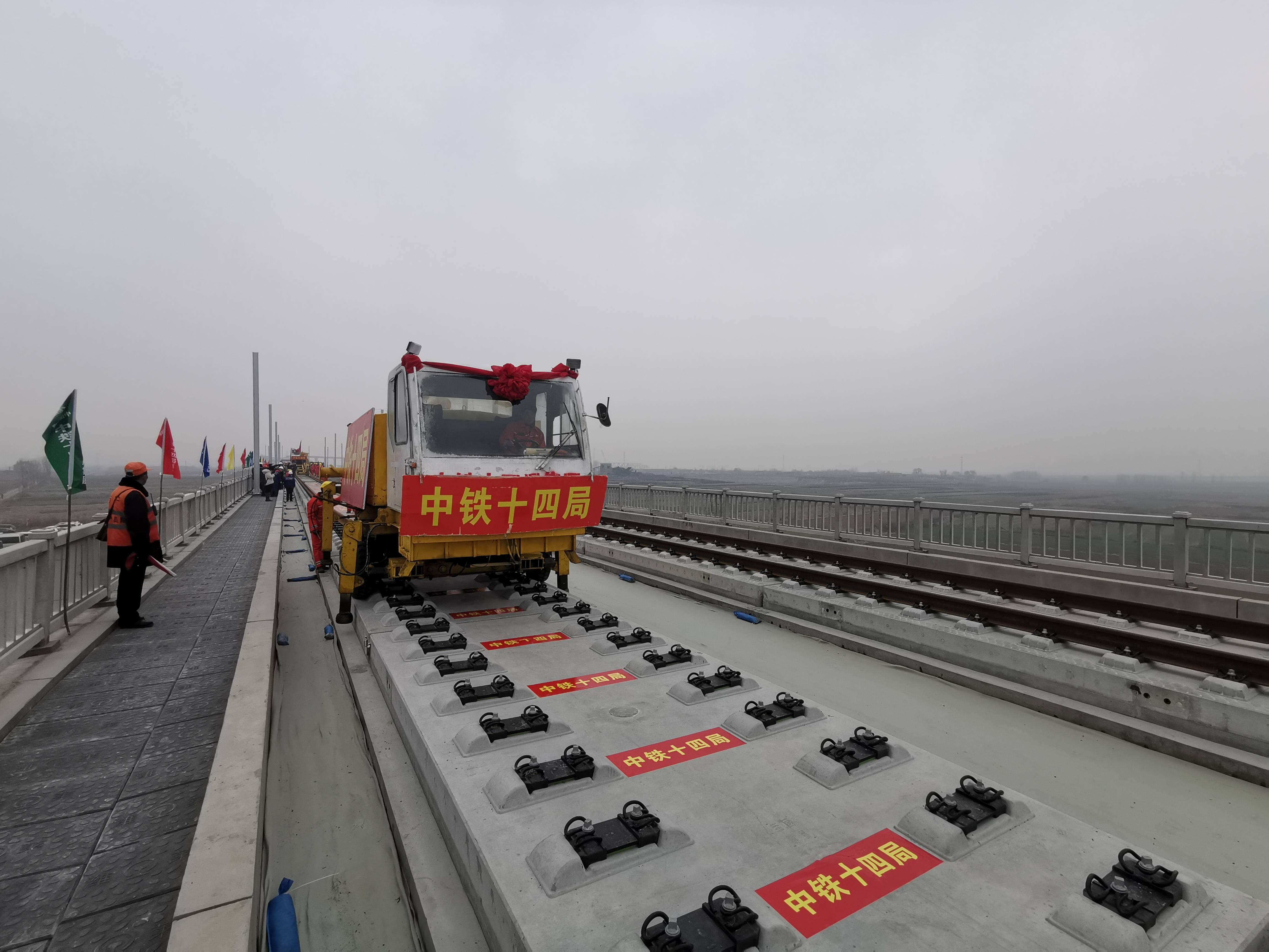 山东铁路这一年:一环双核成型 货运客运齐头并进