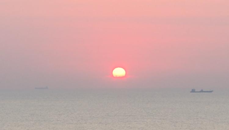 """错过新年的第一缕阳光?没关系!47秒带你一览""""天尽头""""的日出画卷"""