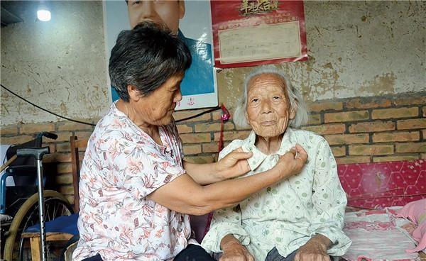 榜样力量|董玉兰照顾养母52年:一日叫娘,终身是母!