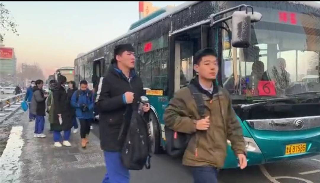 若心中有爱必不畏风雪 济南公交专线助力2020高考