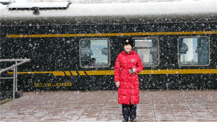 寒潮来袭!潍坊铁路人以雪为令迅速行动 为旅客保驾护航