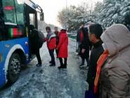 雪后道路难行,潍坊峡山部分公交线路暂时停运