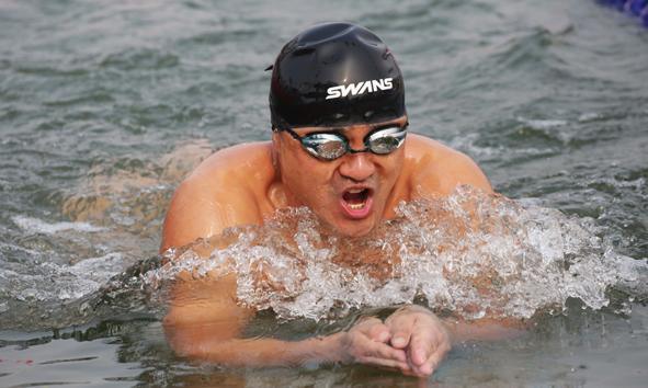 39秒丨泉水见证冬泳者的勇敢