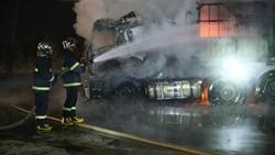 50秒|冬季干燥一挂车突发自燃 聊城消防合力奋战近半小时灭火