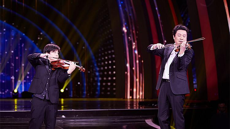 2020山东春晚丨双小提琴与钢琴合奏!吕思清父子三人演绎世界名曲《查尔达什舞曲》